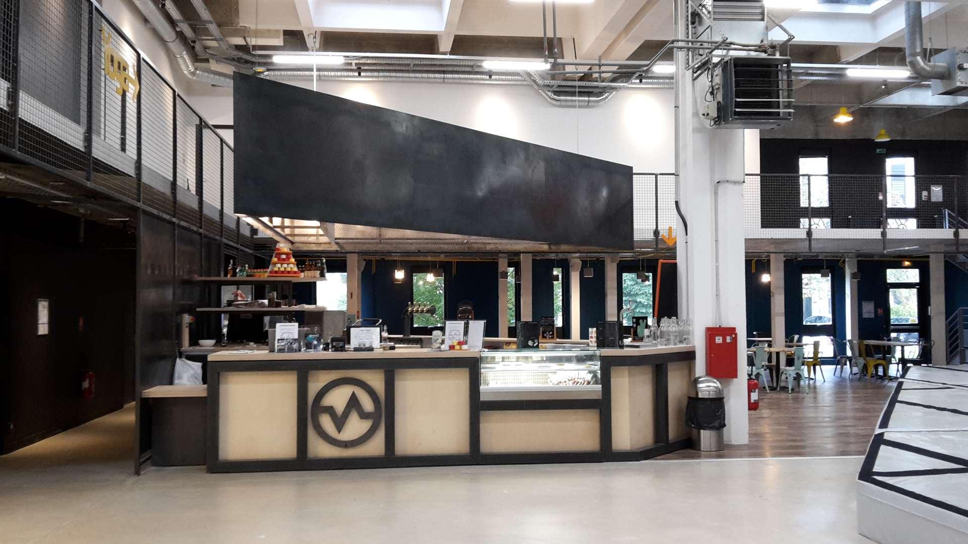L'accueil Vertical'Art Rungis - salle d'escalade de bloc indoor France