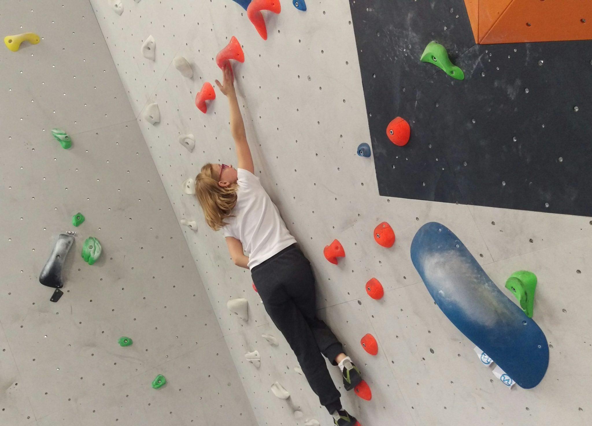 cours d'escalade de bloc - enfants - adultes - adolescents - Vertical'Art Rungis salle d'escalade de bloc indoor