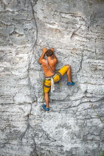 Dans les biceps de Robbie Phillips, célèbre grimpeur écossais, maître de l'escalade libre en solo, et adepte de l'escalade en fissure